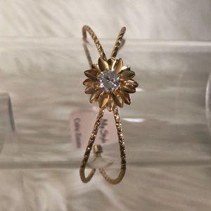 New woman's gold color bracelet